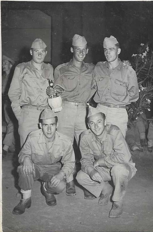 Tarcisio Burgnich, primo da destra, e Lucio Urban, il secondo