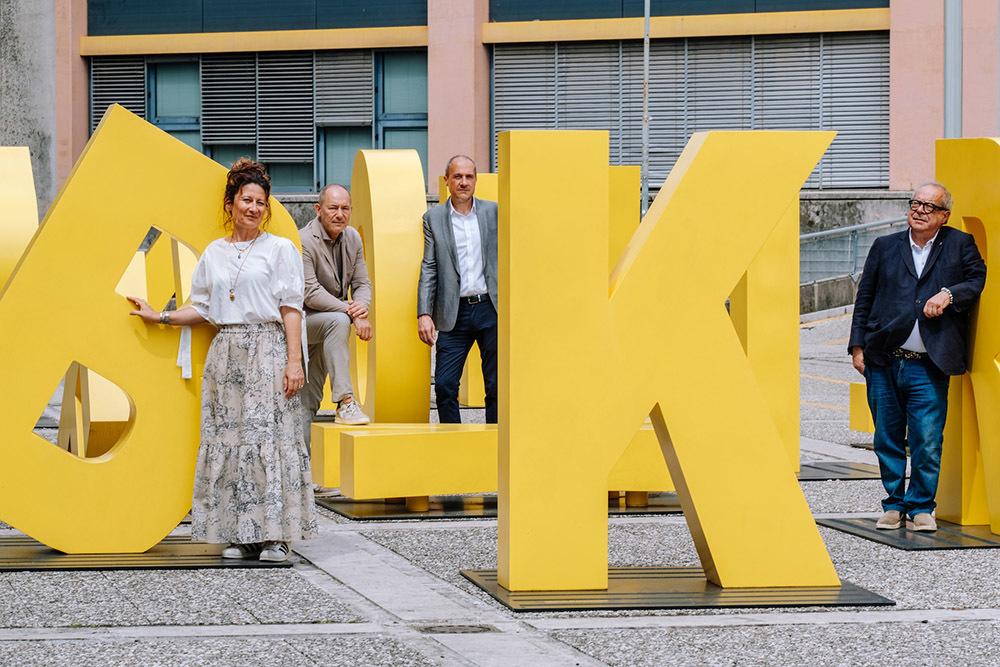 Michelangelo Agrusti (a destra), presidente della Fondazione Pordenonelegge, assieme ai curatori del festival