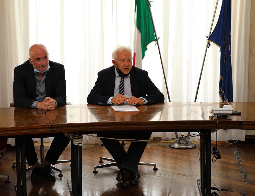 Da destra l'assessore Giorgio Rossi e Stefano Pucci di San Marco Sport Events, organizzatore dell'evento