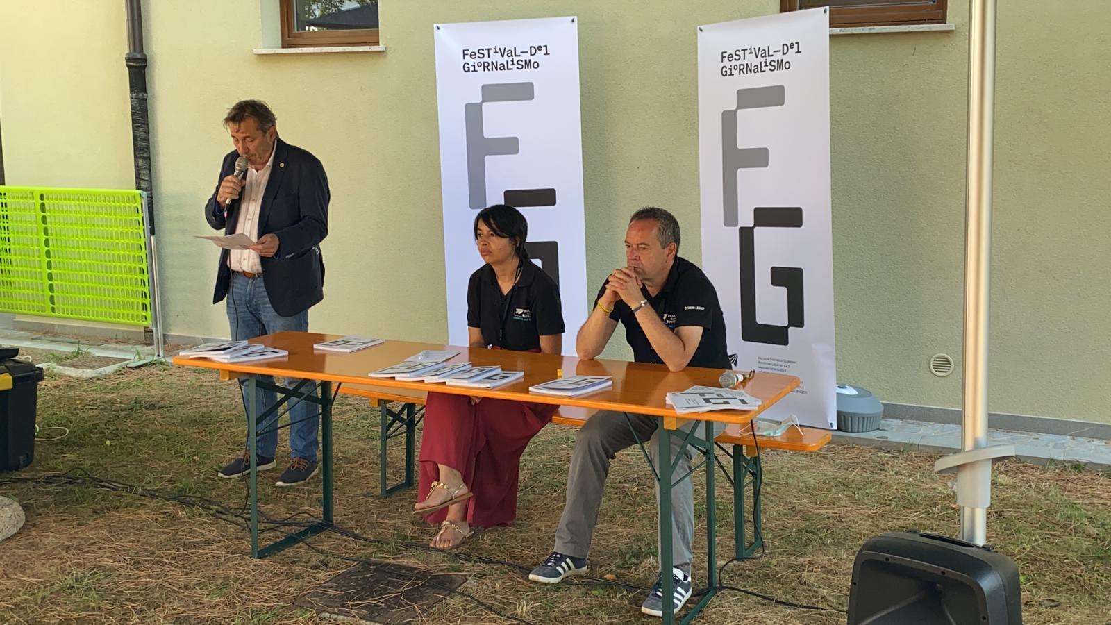 Luca Perrino e Giulia Micheluzzi col sindaco Livio Vecchiet