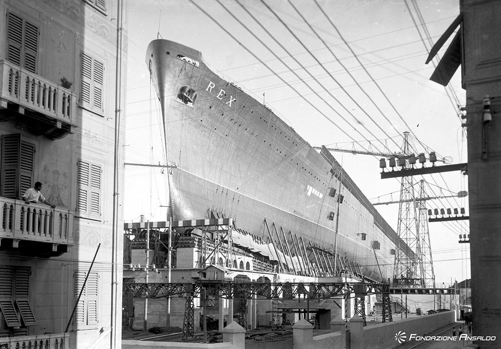 Cantieri Navali Ansaldo di Sestri Ponente, la turbo nave Rex sullo scalo, 1931