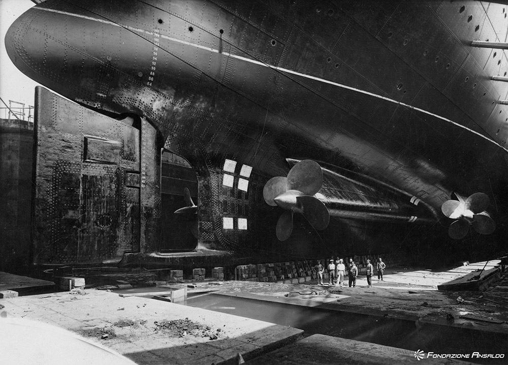 Turbo nave passeggeri Rex in bacino. Particolare delle eliche, 1932