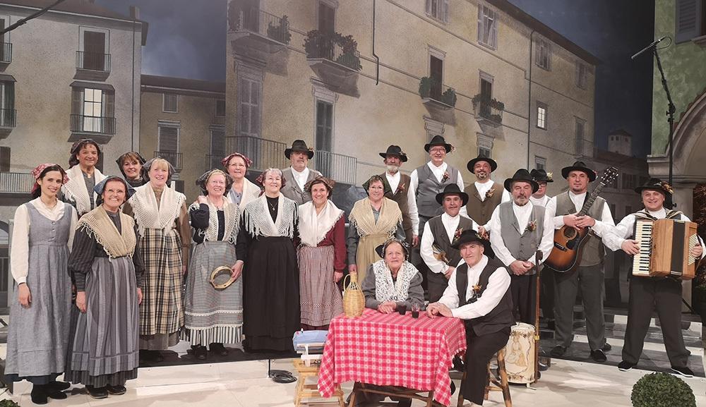 Il coro adulti del Gruppo Costumi Tradizionali Bisiachi
