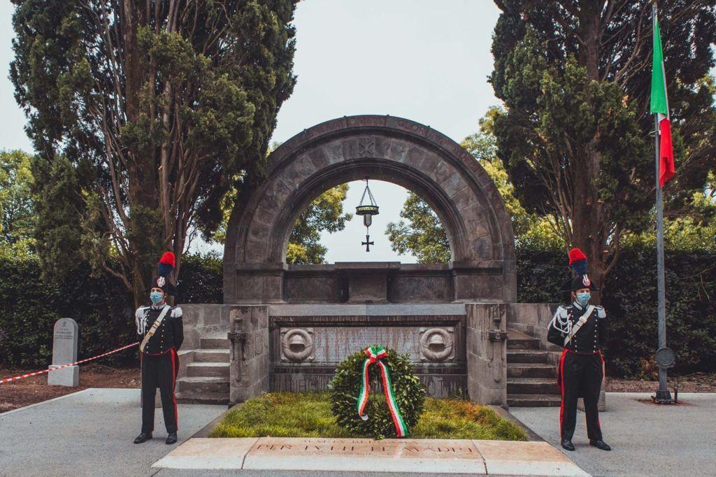 L'omaggio nel Cimitero degli Eroi (ph. Nicola Oleotto)