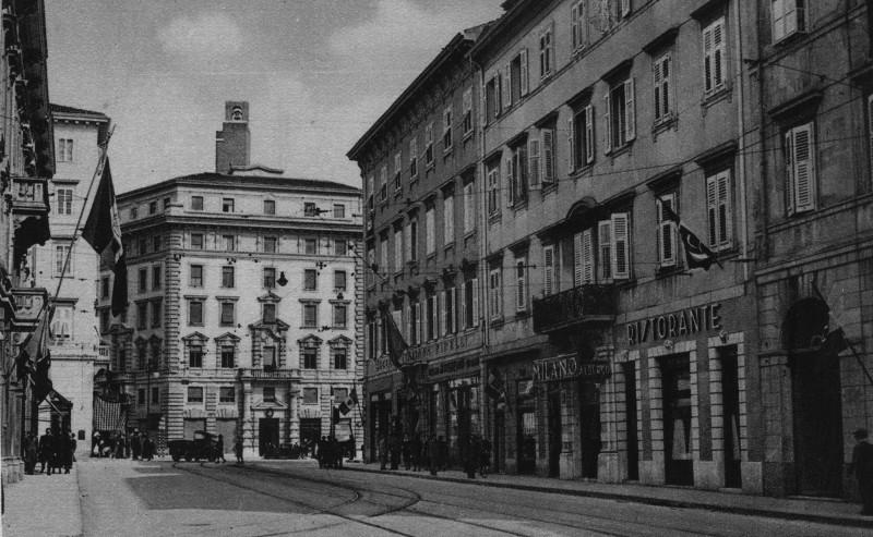 """Trieste, anni '30: scorcio di via Ghega dalla confluenza con via Rittmeyer, dove abitava la madre di Bobi Bazlen (ph. """"Macondo"""" in www.atrieste.eu)."""