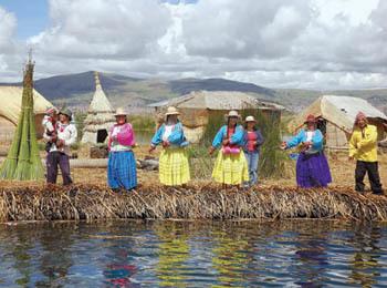 Isole flottanti degli Uros sul lago Titicaca, a 5 km da Puno (ph. C. Pizzin)