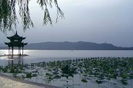 Scorcio del lago di Hángzhōu, in Cina