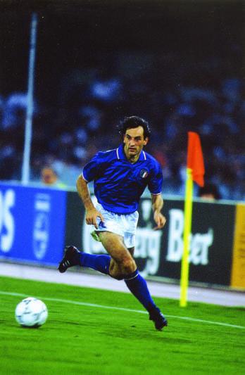 De Agostini con la maglia della Nazionale