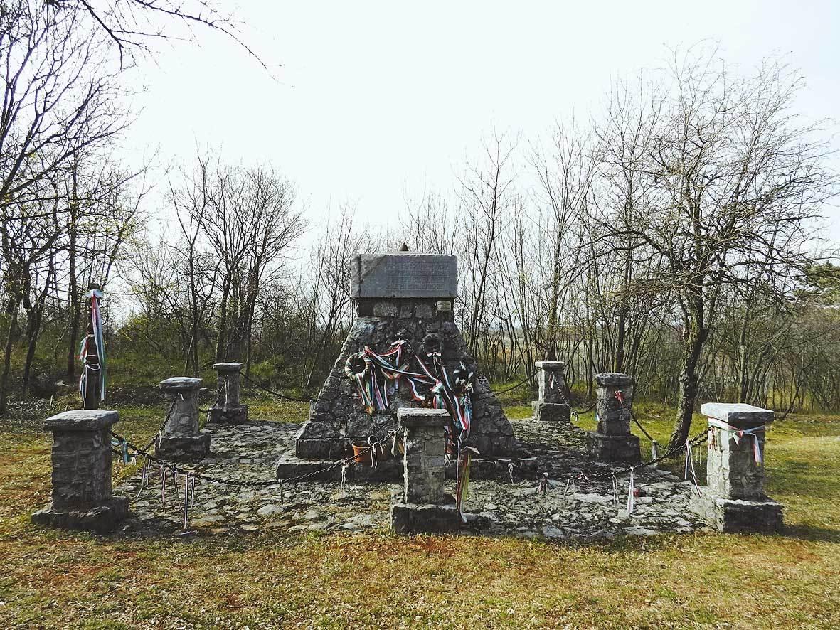 San Michele del Carso: monumento in memoria della Divisione ungherese Honwed